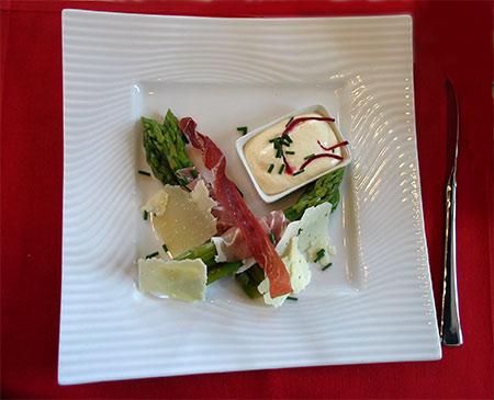 imagen de un Bouquet d'asperges au jambon de Vendée, crème mousseline
