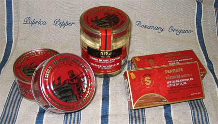 Crostini de anchoas al vinagre de Módena y salsa de pimientos choriceros